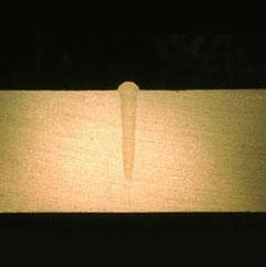 シングルモードファイバー レーザの溶接ビード: アルミ 4.5mm
