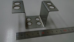 2kWシングルモードファイバーレーザによるリモート切断
